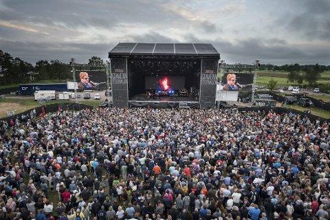 Mye Folk Stavernfestivalen Betyr Mange Blide Folk Som Skal Inn Og Ut Handle Og