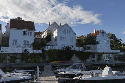 Solgt: Bjørn Dæhlie har solgt hytta (i midten) i Haslumkilen havn på Levang for knappe fire millioner kroner.