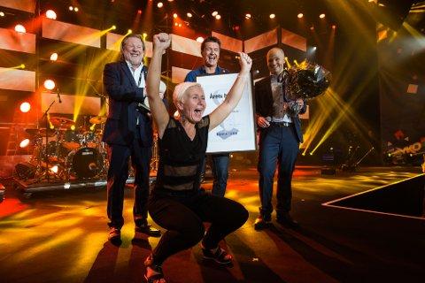 GLAD: F.v. Odd Reitan, Kjøpmann Bente Egell-Johnsen, Ole Robert Reitan og Jan Frode Johansen.