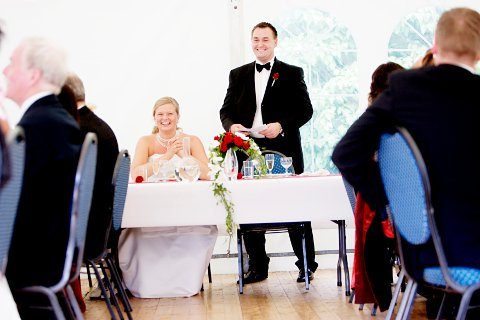 OSLO 20070707: Brudepar. Nygifte. Brud og brudgom. Lykke. Sommerbryllup. Bryllupsfest. Brudgommens tale.Brudebukett. Foto: Stian Lysberg Solum / SCANPIX NB! MODELLKLARERT