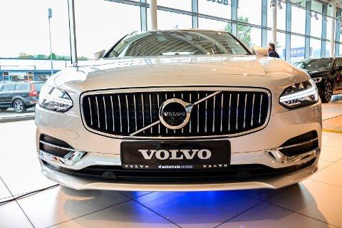 TØFF: Nye Volvo V90 har ankommet Skien.