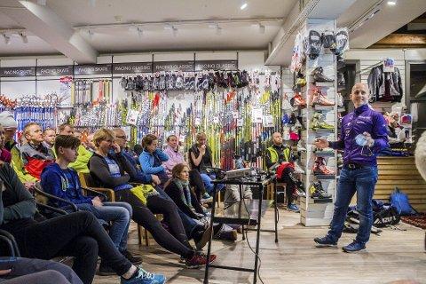 Inspirasjon: Trener i Kristiansand Løpeklubb Finn Kollstad slo hull på påstander om kosthold og vrakte alle slags unnskyldninger for å ikke trene da han holdt foredrag hos Sport 1. Foto: Juni W. Fasting