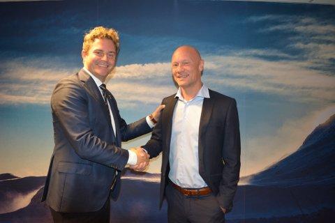 Skiensmannen Morten Steinvåg er ansatt som øverste salgssjef i teknologiselskapet Abax. Her sammen med viseadministrerende direktør, Bjørn Erik Helgeland til venstre.