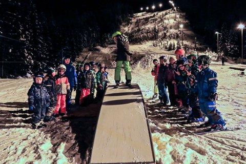 POPULÆRT: Taubanen på Sundflaten har fått en ny vår i vinter. Nye rails, tre big jumps og annet moro for små i alle aldre har lokket opp imot 50 stykker i bakken på det meste.