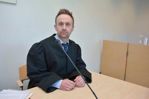 AKTOR: Aktor, politiadvokat Asle Sandnes, la ned påstand om 21 dagers fengsel i saken, hvor retten landet på at 34-åringen må frifinnes.