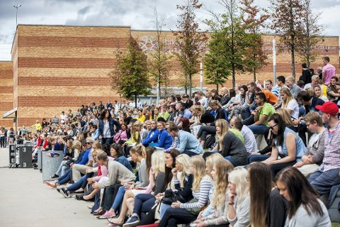 MÅ ØKES: Studenter bruker kredittkortet for blant annet å kjøpe inn mat. Norsk studentorganisasjon mener studiestøtten må økes. Foto: Alexander Svanberg