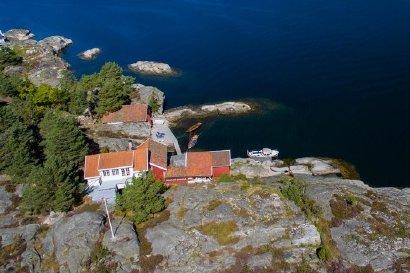 SOMMERPARADIS: Hytteeiendommen som nå er solgt for 20 millioner kroner ligger idyllisk til på Skåtøy.