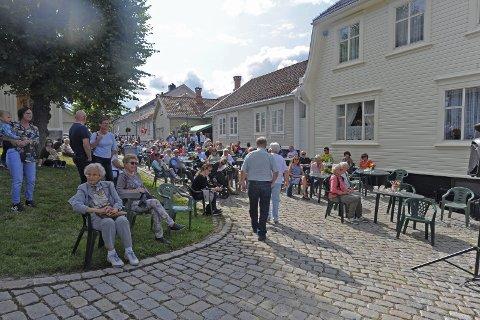 Yrende liv: Det vrimlet av folk både i gater og på torg da den tredevte Snipetorpmarken ble gjennomført søndag. alle foto: Hanna Hekkelstrand
