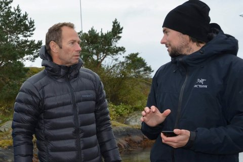Ivar Tollefsen og sønnen Nick fotograftert under hovedutvalgets befaring i fjor ved Geithomsunda.
