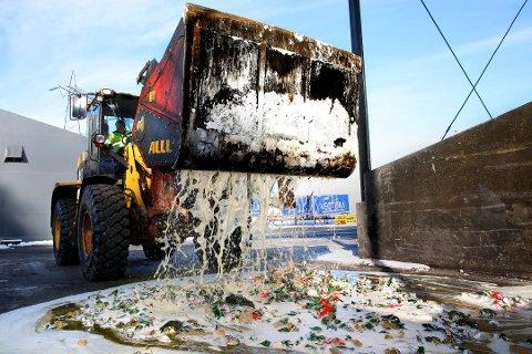 Ødelegges: All alkoholen som beslaglegges på grensa destrueres gjennom denne maskinen.