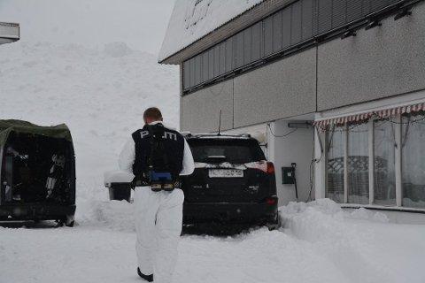 PROFT OPPLEGG: Politibetjentenes skarpe nese førte dem til dette industrilokalet i Vrådal i 2018. Der inne viste det seg at det var en profesjonell industriplantasje med over tusen cannabisplanter.