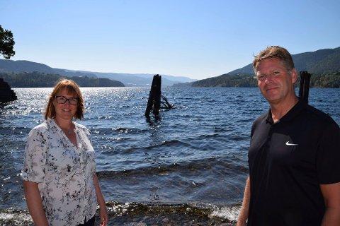 MULIGHETER: Prosjektleder Marianne B. Kanstad og John Terje Weseth i NUAS ved Heddalsvatnet da Telen skrev om prosjektet i juli i år. Foto: Jens Marius Hammer