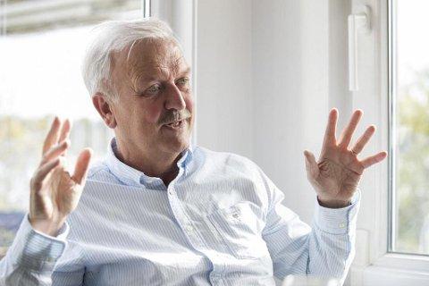 Den norske TV-legenden Hallvard Flatland går til sak fordi han mener en muntlig avtale gir ham rett til å få overført aksjer til flere millioner kroner. Motparten bestrider kravet. Foto: Terje Bendiksby (NTB scanpix)