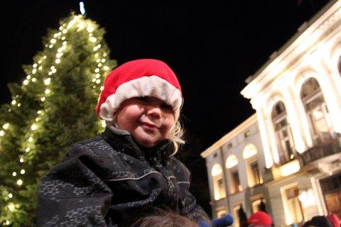 MANGLER TRE: Porsgrunn kommune mangler juletre til rådhusplassen. Nå spør de om hjelp.