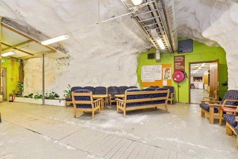 SIKRET SEG BUNKER: En kjøper har nå sikret seg bunkeren fra 1954, med blant annet kjøkken, bad, møterom og undervisningsrom.