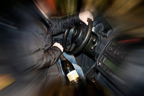 TATT FOR FYLLEKJØRING: Mannen hadde drukket, men satte seg i bilen og kjørte hjem etter en fest. Foto: Illustrasjonsfoto