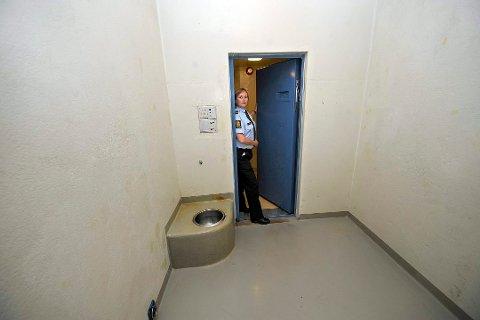 SINT FANGE: 32-åringen ble satt i arresten i Skien, men der utagerte han og risset blant annet et hakekors inn i veggen.