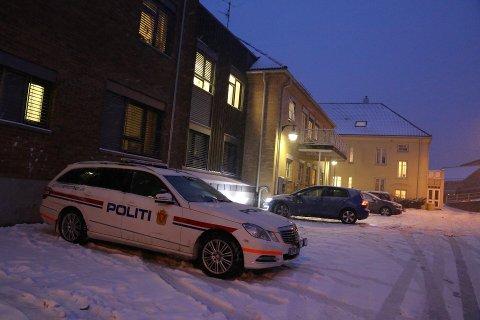 BREVIK SYKEHJEM: Politiet var både innom Vest-Bamble sykehjem og her på omsorgsboligene i Cochs gate i Brevik.