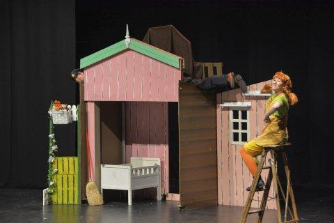 DRØMMEN: Lina Kristin Berg har drømt å bli teaterskuespiller siden hun var 10 år gammel. Her er hun i rollen Pippi Langstrømpe på Ibsenhuset.
