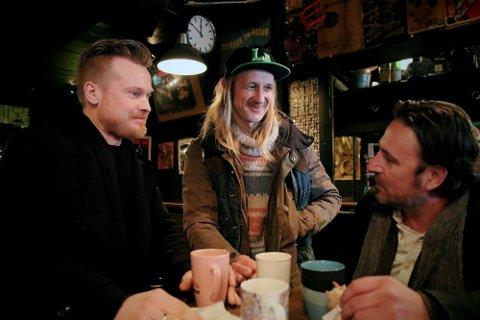 Amund Maarud (f.v.) og Bigbang-trommeslager Olaf Olsen inntar en ny rolle til høsten: Faglærere ved Norges eneste bluesstudium på høyskolenivå. Her sammen med Eric Malling i Blue Mood Records. Foto: Stian Kristoffer Sande / USN