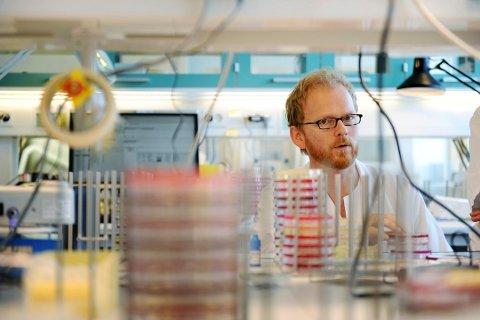 INFLUENSA: Overlege Dagfinn Skaare på Mikrobiologisk avdeling ved SiV. Foto: Anne Charlotte Schjøll