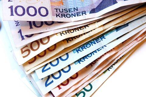 PENGEBESLAG: Hjemme hos 32-åringen fant politiet 84 900 kroner i kontanter.