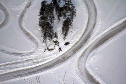 AVSLØRT: Fra småflyet ble iskjørerne fotografert på Lyseren i Søndre Høland i Akershus. Fra flyet ble kjøringen meldt inn til politiet, som aksjonerte på søndag.