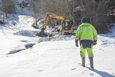 VANNLEKKASJE: Vannlekkasjen som medførte at deler av Kragerø-halvøya bvar uten vann i for middagstimene 2. påskedag, er lokalisert mellom Kammertfoss og Solåsen. Foto: Per Eckholdt