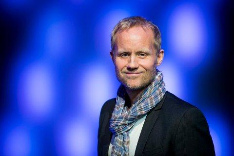 VM-KLAR: Øyvind Alsaker er velkjent kommentatorstemme på TV 2. Nå gjør han seg klar til fotball-VM. Foto: Heiko Junge / NTB scanpix