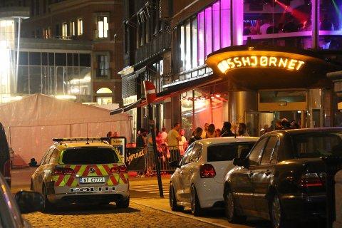 MANN PÅGREPET: En mann ble pågrepet ved utestedet Glasshjørnet etter å ha oppført seg vanskelig mot vaktene på stedet.