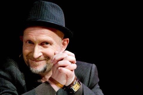 MUSIKALSK: Lars Saabye Christensen er i gang med en roman-trilogi, men inntar Porsgrunn med «A Suite Of Poems», et samarbeid med Kjetil Bjørnstad og Anneli Drecker. Foto: SCANPIX