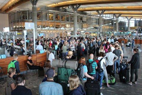 Oslo lufthavn er blant flyplassene som blir rammet dersom NTL-medlemmene går ut i streik fredag 29. juni. Foto: Henrik Skolt, NTB scanpix/ANB