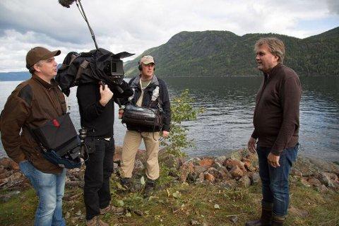 I samarbeid med NTNU-professor Fredrik Søreide (til høyre) har National Geographic-teamet sendt et ubemannet fartøy ned til vraket, for å forsøke å finne nye svar. Foto:  National Geographic
