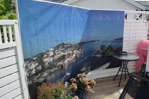 Utsiktsbildet mot Kragerøfjorden fra verandaen til Jan Bjørndal og Berit Bjørnsen på Thomesheia. Foto: Per Eckholdt