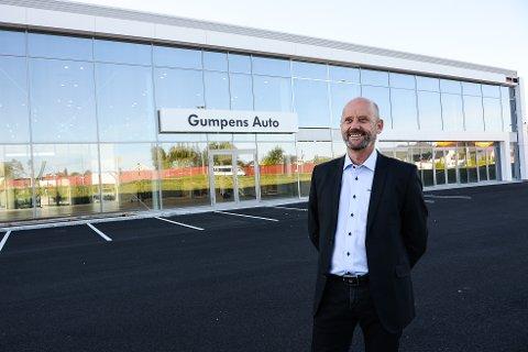 NY SJEF: Jarle Midtbø er ny daglig leder hos Gumpens Auto. Om en drøy måned flytter avdelingene i Skien og Porsgrunn sammen i signalbygget på grensa mellom de to byene.
