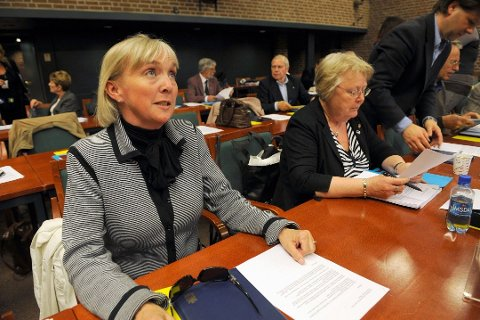 – Det er selvfølgelig betenkelig, sier Liv Margit Karto om Høyres lave kvinneandel. Selv ble hun så vidt ble skjøvet ut fra fast plass i bystyret. Aud Schwital (til høyre) berget plassen. Arkivfoto: Atle Møller