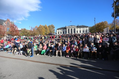 STORT ENGASJEMENT: Den store deponimarsjen i Porsgrunn i fjor trakk flere tusen mennesker.