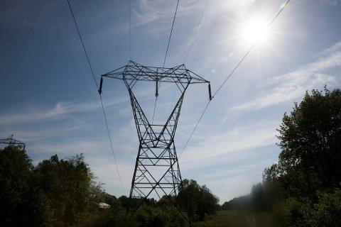 HØYSPENTE PRISER: Høye strømpriser er med på å trekke prisene opp i Norge.