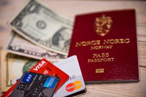 Dersom du ble kunde før 2007 må du snart i banken med passet for å få fortsette å bruke BankID. Foto: Jon Olav Nesvold / NTB scanpix