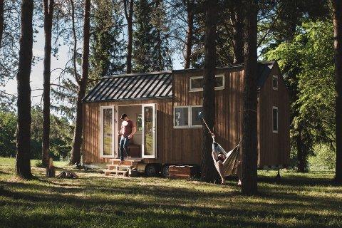 TETT PÅ NATUREN: Noe av det fineste med de små mikrohusene er at man kommer så tett på naturen, sier David Reiss-Andersen.