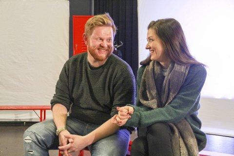 SPILLER TENÅRINGER: Sten Bjørge Skaslien Hansrud og Kathrine Kolgrov spiller ungdommene i «Gjør det!»