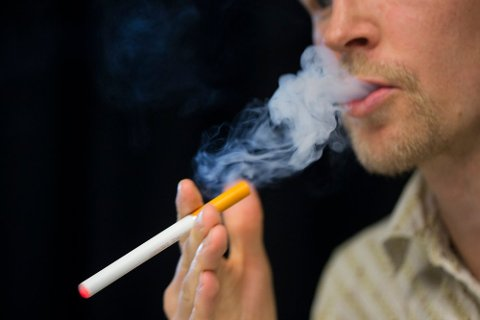 E-sigaretter ser ut til å være effektivt ved røykeavvenning, men ikke nødvendigvis til å bli kvitt nikotinavhengighet. Foto: Berit Roald (NTB scanpix)