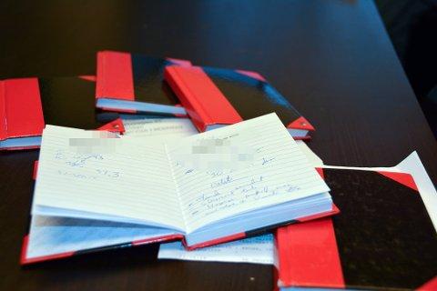 HELSEOPPLYSNINGER: Fem slike notatbøker med personnummer, navn, dato og adresser, samt helseopplysninger, ble funnet i en kontainer for metallavfall i Skien.
