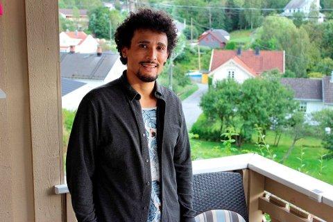 TØFT LIV: Mauricio B. Evensen opprinnelig fra Colombia ble utsatt for overgrep i hjemlandet. Så flyttet han til Norge og opplevde overgrep, mobbing og rasisme. Foto: Tor Erik Myhre