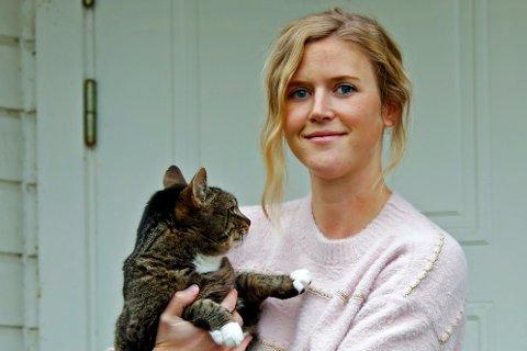 FOSTERMOR: Sanna Bastiansen er fostermor for katter.