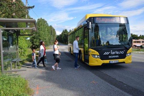 FLERE: Stadig flere små og store tar bussen i Grenland, viser fersk statistikk.