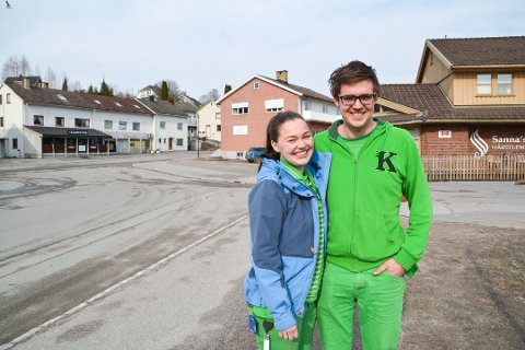 SAMBOERE: Anne Birgit Kleiva (24) og Marius Lindgren (24) flyttet ut fra leid leilighet og inn i egen bolig - der begge står på lånet. Derfor ville samboerne tegne samboerkontrakt. Foto: Ellen Esborg