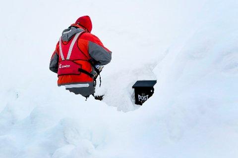 Tromsø  20190401. Dagens bilde fra NTB scanpix Posten skal frem. Snøen har lavet ned i Tromsø siste døgn og snødybden på Værvarslinga er nå 158 cm. Det kom over 20 cm natt til mandag. Foto: Rune Stoltz Bertinussen / NTB scanpix