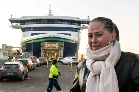 COLORHYBRID: I dag skal Ida Solbakken ta seg en tur med Color Hybrid til Strømstad. En tur hun har tatt hundrevis av ganger før. Foto: Atle Møller