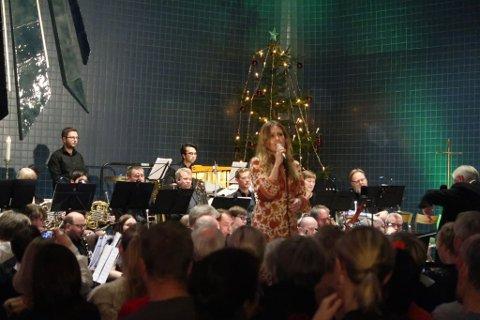 SOLIST: Ingebjørg Bratland var solist sammen med Vestsiden musikkorps.